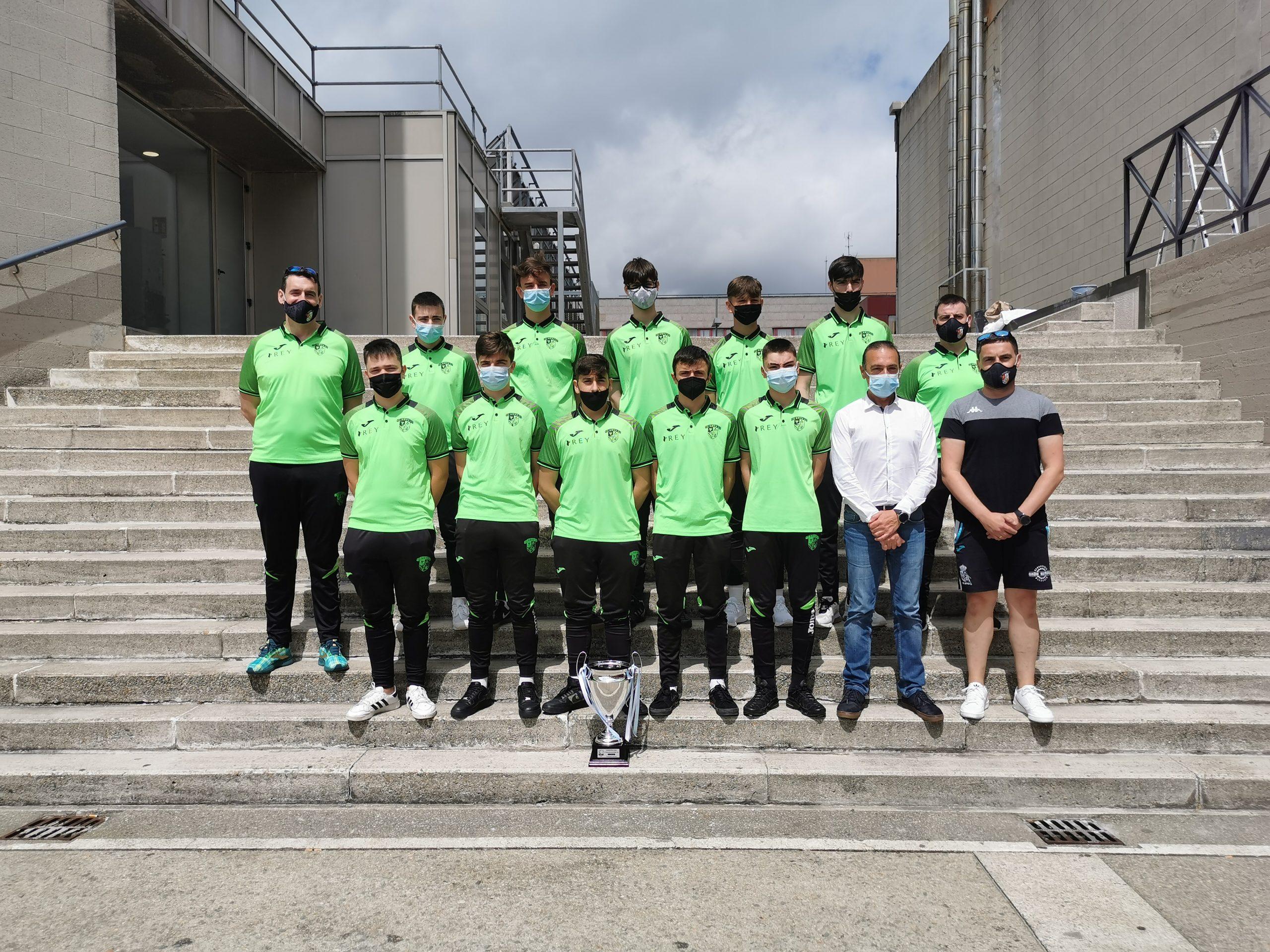 O equipo xuvenil da SD Xove FS foi recibido este venres no Concello polo Alcalde Demetrio Salgueiro