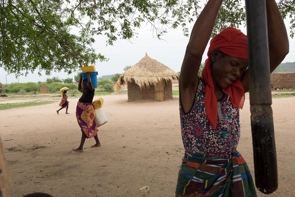 Chega a Burela a exposición do fondo galego sobre dereitos humanos en Mozambique