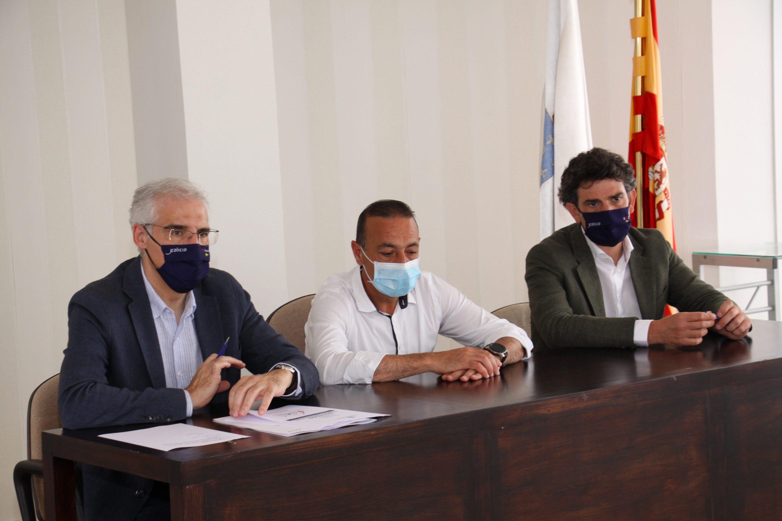 Francisco Conde, mantivo unha reunión cos empresarios de Xove para dar conta das axudas que ten abertas o Goberno galego para apoiar ao sector