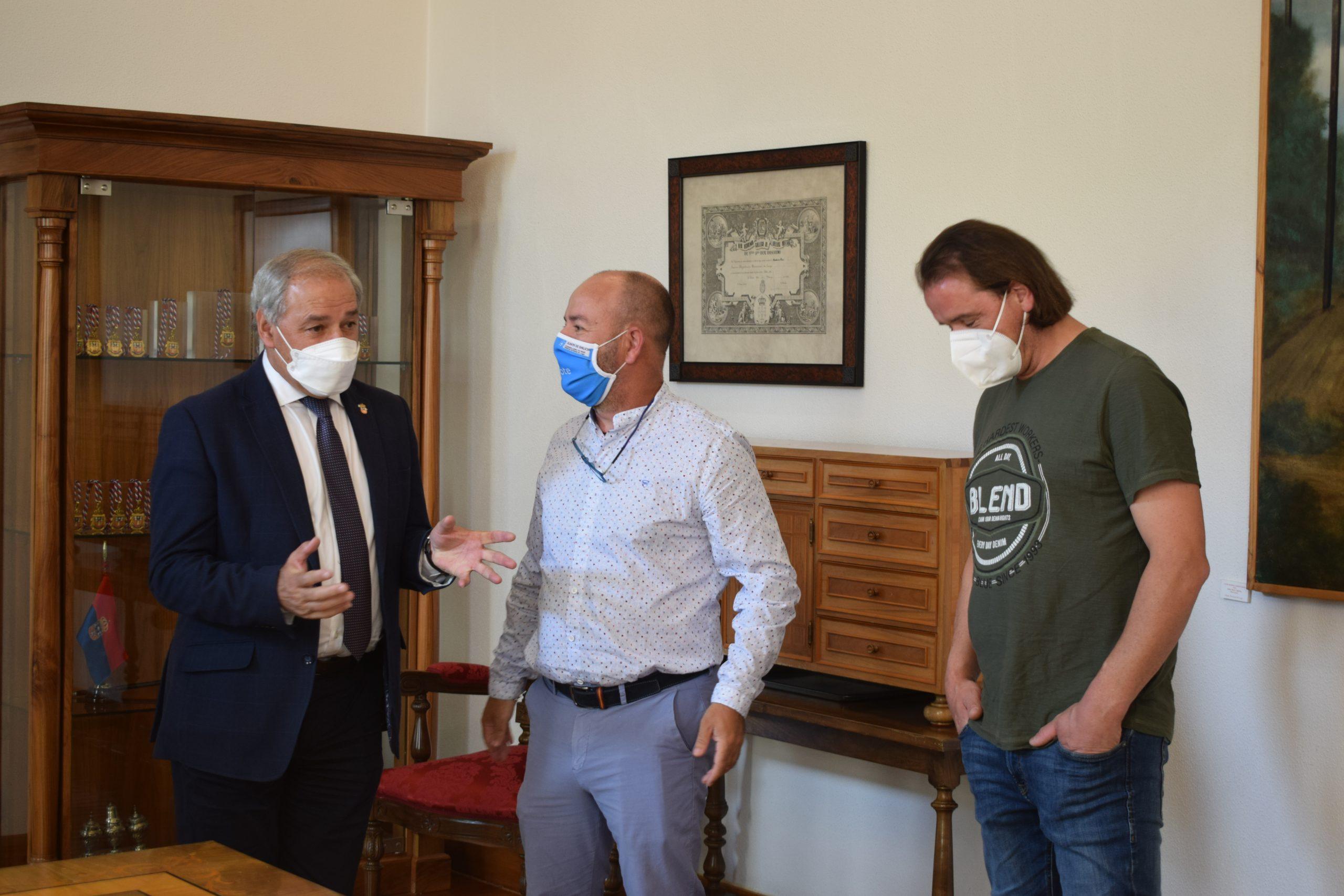 A Deputación apoia con 18.000€ a actividade da Federación Provincial de Confrarías de Pescadores