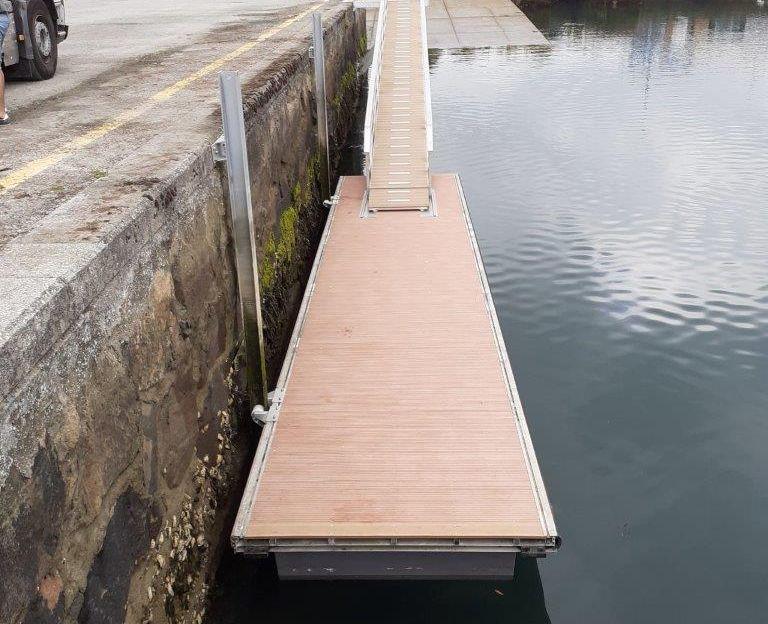 A Consellería do Mar, a través de Portos de Galicia, vén de instalar un novo pantalán no porto de Viveiro para dar servizo á actividade de pasaxe