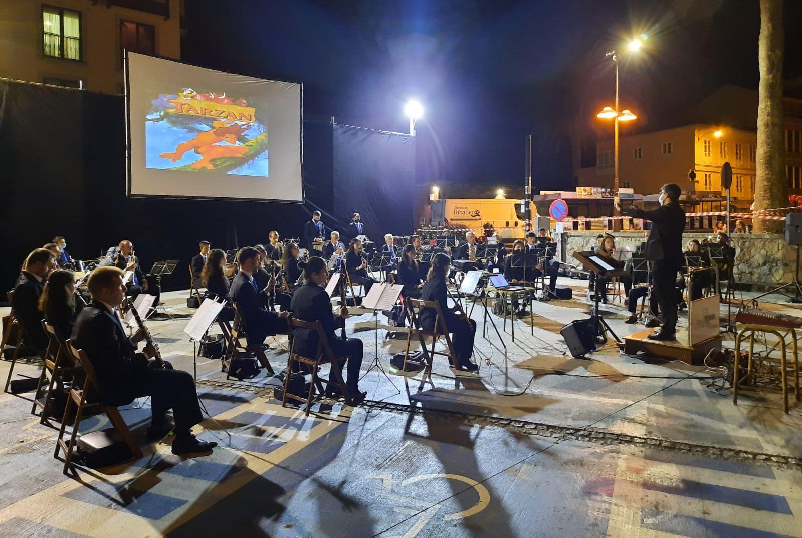 Numeroso público no concerto de música de cine da Banda de Ribadeo deste sábado