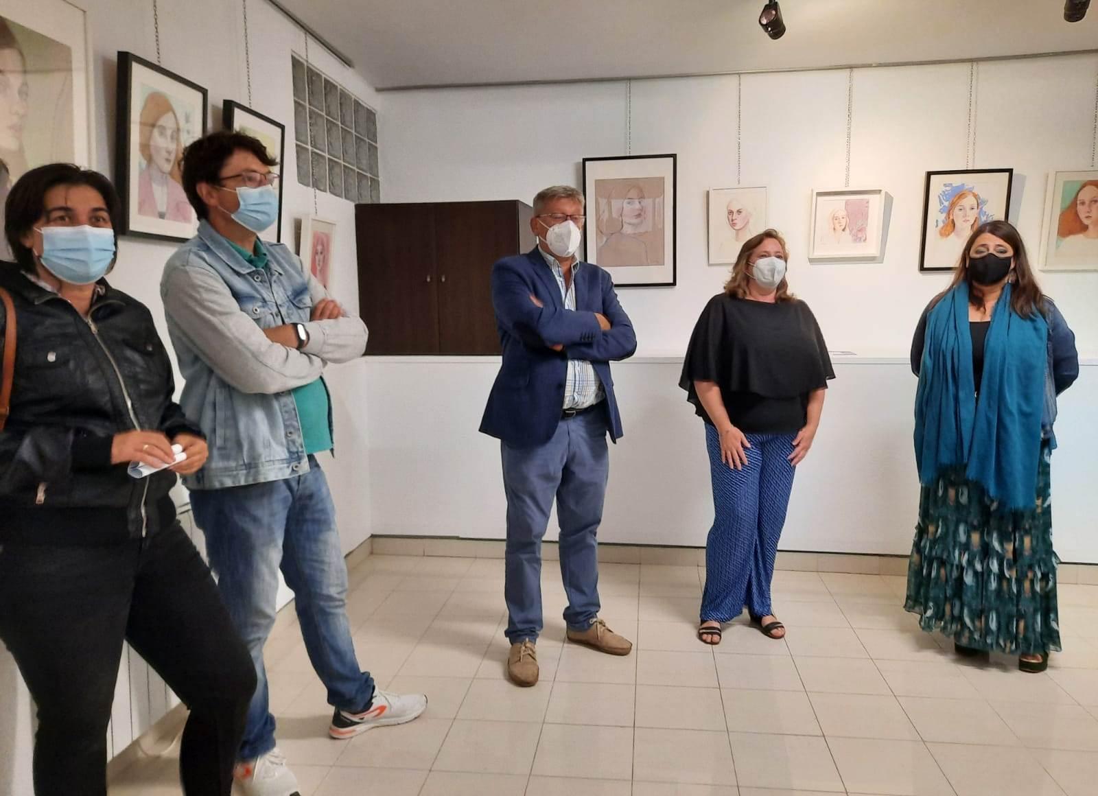 Inaugurada no Viejo Pancho a exposición 'Miradas. De dentro hacia fuera' de Esther Páez, enmarcada no programa do X Fórum de Innovación e Formación sobre Vehículos