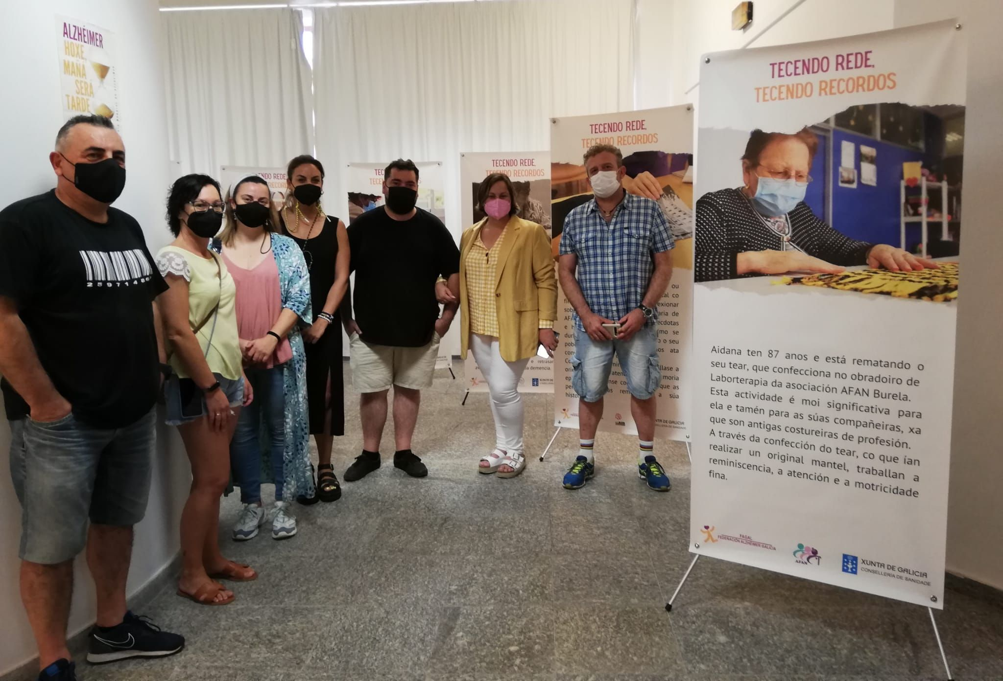 A exposición fotográfica 'Tecendo rede, tecendo recordos' inugurouse en Burela, da man da Federación de Alzheimer de Galicia e AFAN Burela