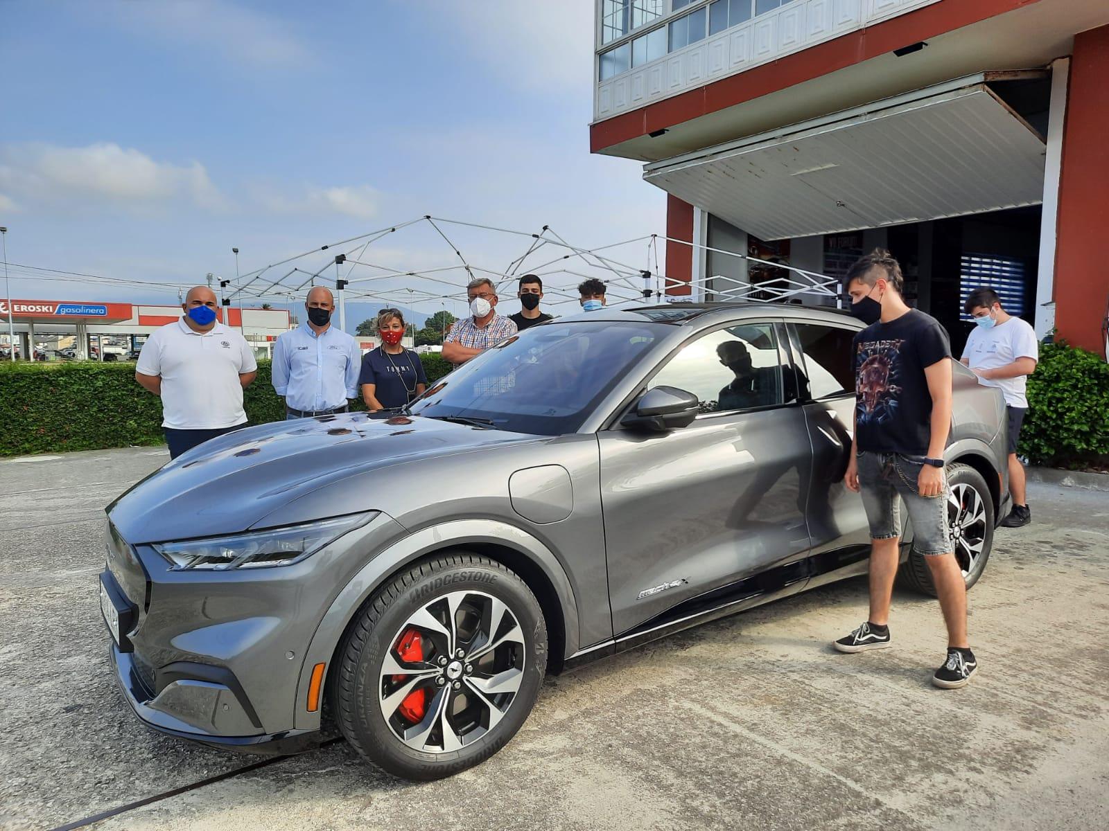 A presentación para A Mariña do Ford Mustang Mach-E puxo o broche de ouro ao X Fórum de Innovación e Formación sobre Vehículos