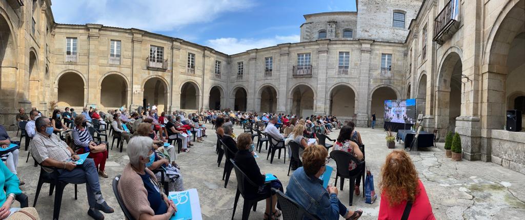 A xornada dedicada á pintora Julia Minguillón congregou a numeroso público en Lourenzá