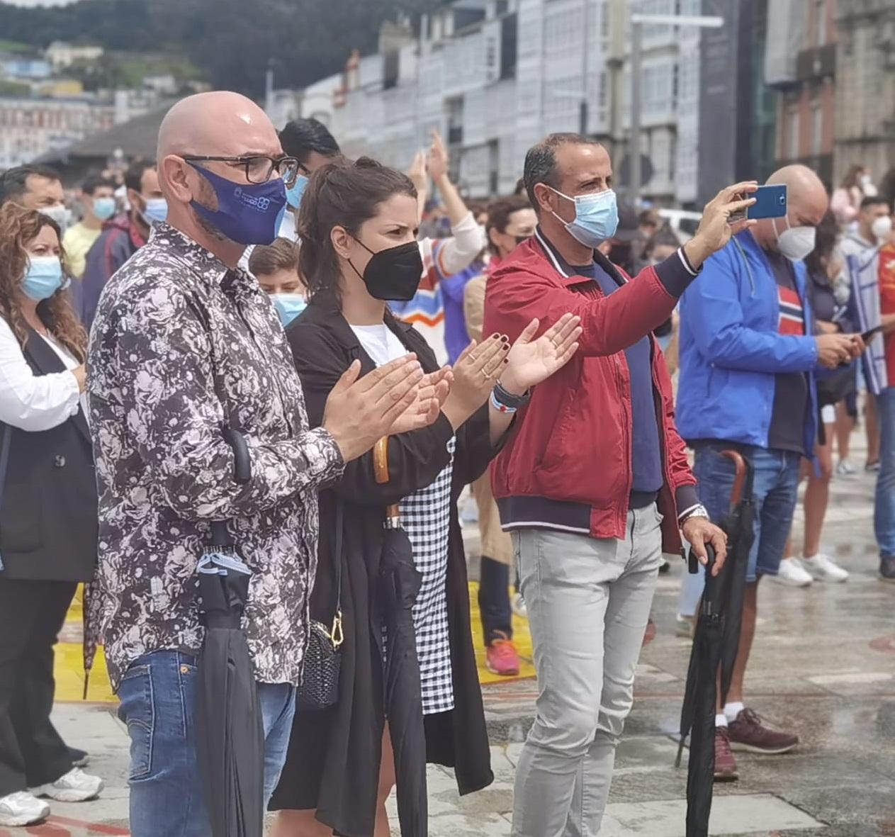 O deputado de Deportes Efrén Castro seguiu a carreira de Adrián Ben na final olímpica de 800 metros coa veciñanza de Viveiro, no recinto habilitado polo Concello nos Xardíns Noriega Varela para ver a proba en pantalla xigante