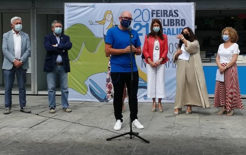 Efrén Castro participou na inauguración da Feira do Libro de Viveiro