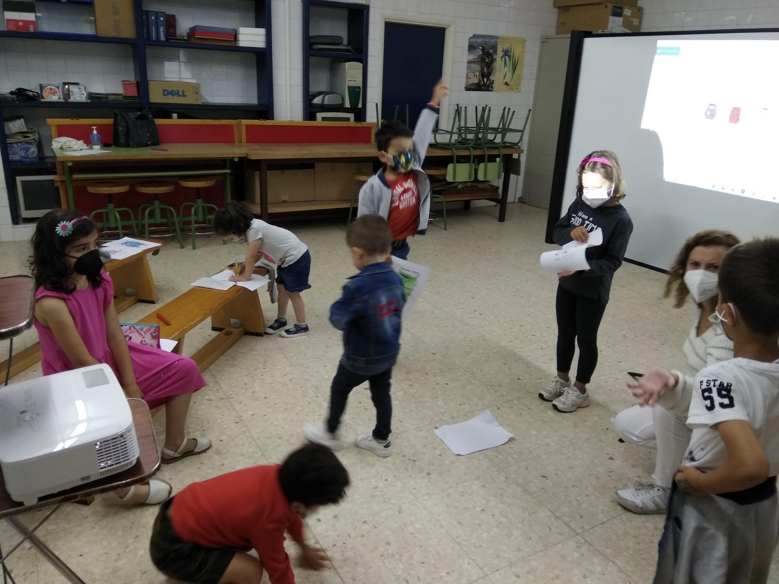 Xs nenxs que asisten ao programa Ludiverán-Xogando en Igualdade do Concello de Alfoz participaron este mércores nunha actividade de Baile coeducativo