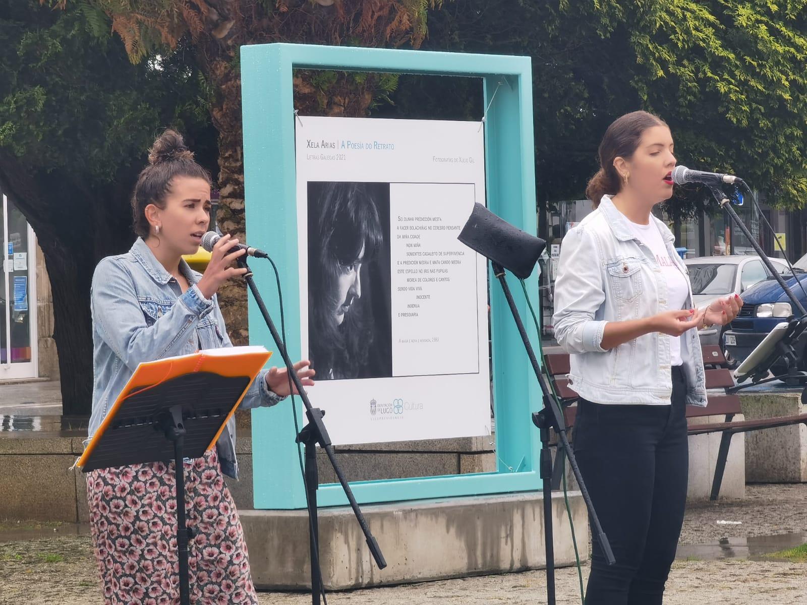 """Inaugurada en Viveiro a mostra """"Xela Arias. A poesía do retrato"""", que poderá verse ata o 26 de agosto nos Xardíns Noriega Varela"""