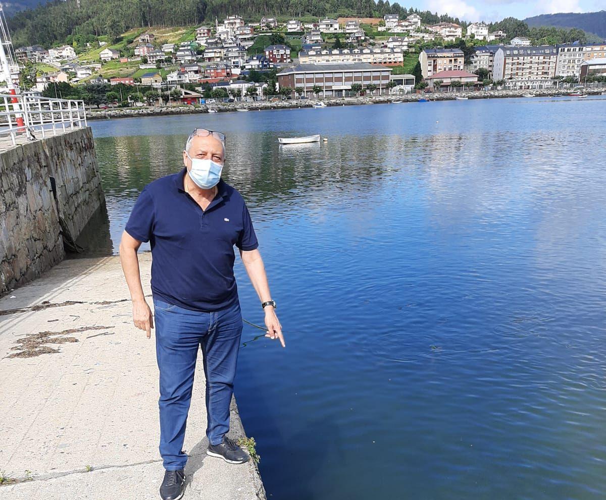 """O PP condena a falta de limpeza da canalización do río pola avenida de Cervantes que provoca """"un desagradable olor"""" na súa desembocadura en pleno centro de Viveiro"""