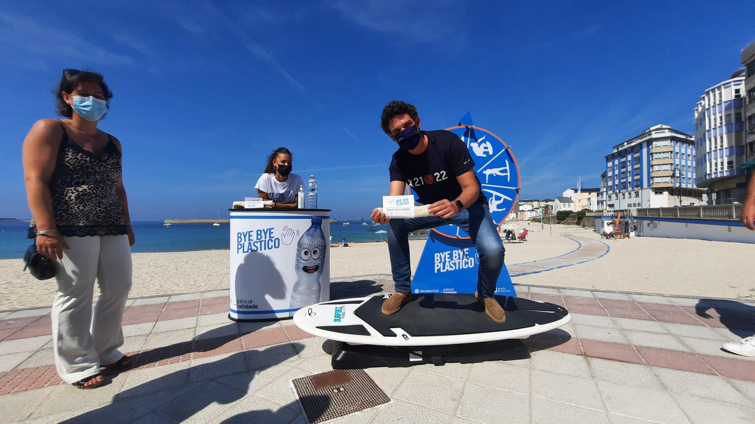 A Xunta conciencia en Cervo sobre a loita contra o lixo mariño a través da campaña 'Bye Bye Plástico'