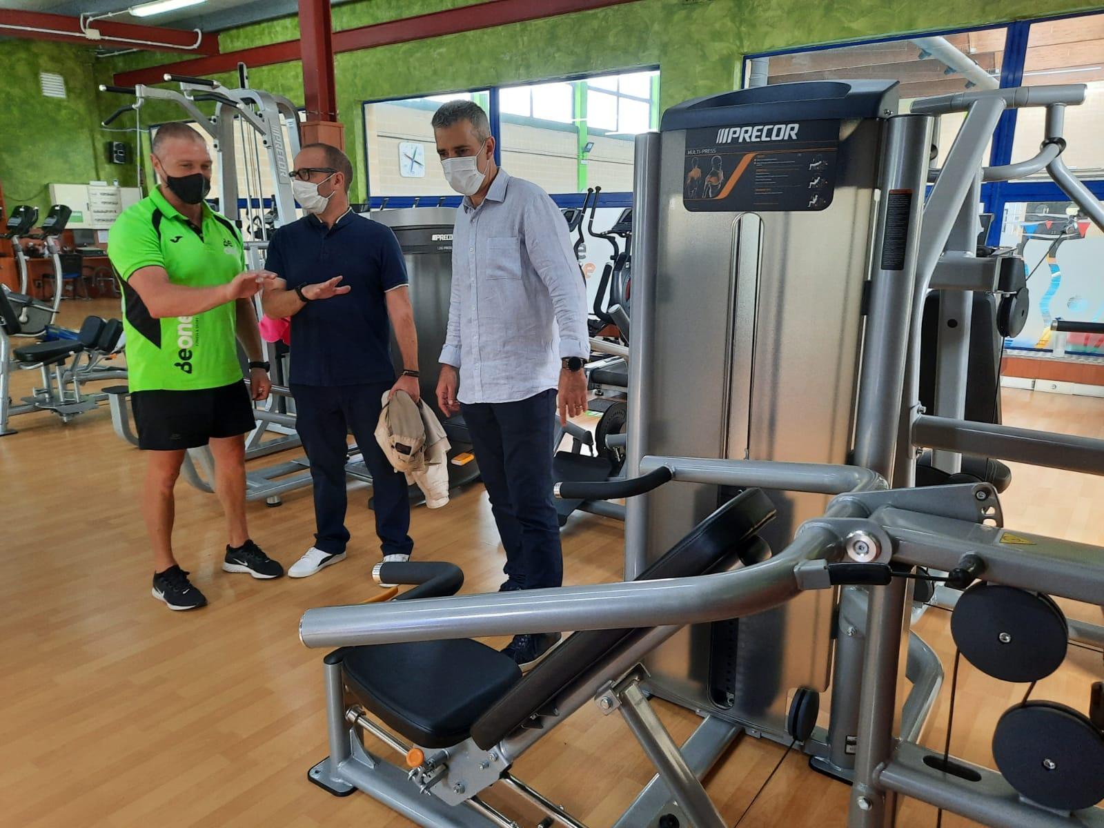 Renovadas as máquinas de tonificación e peso libre do ximnasio municipal de Ribadeo