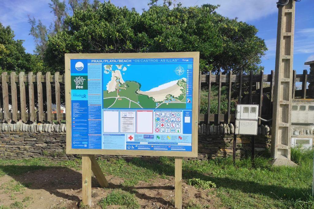 Instalados 7 novos paneis informativos nas praias ribadenses