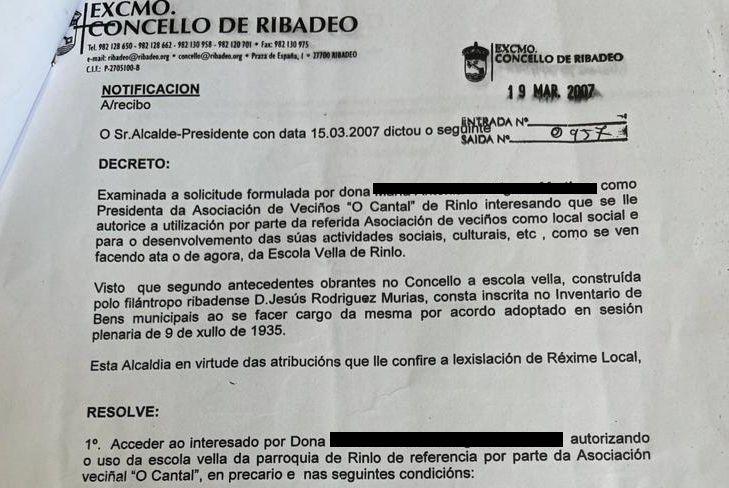 A asociación de veciños O Cantal de Rinlo di que non pode arranxar a Escola Vella porque o Concello non dá a licenza de obra