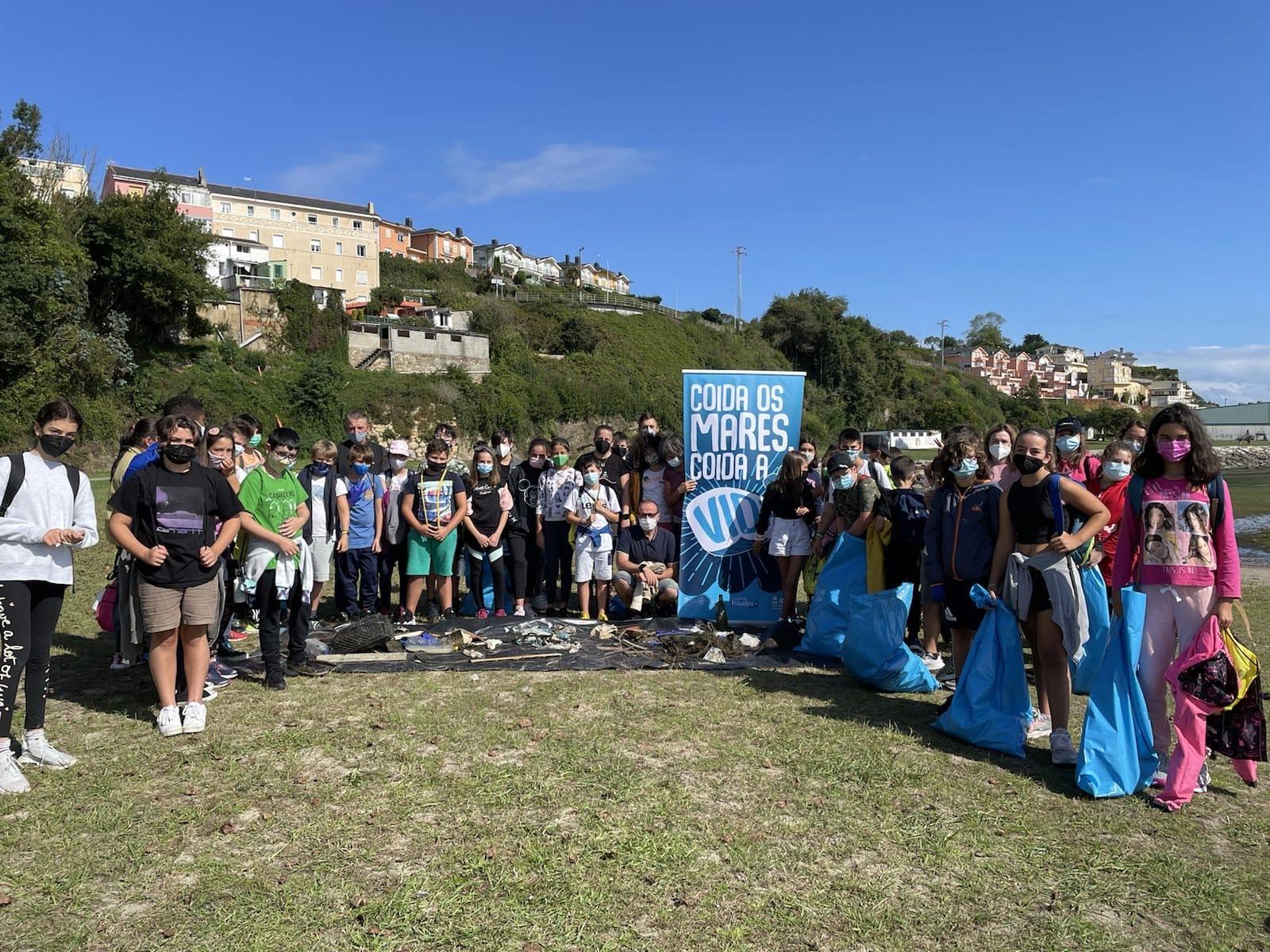 """Xornada de sensibilización ambiental na praia dos Bloques de Ribadeo dentro do programa """"Coida os mares, coida a vida"""""""