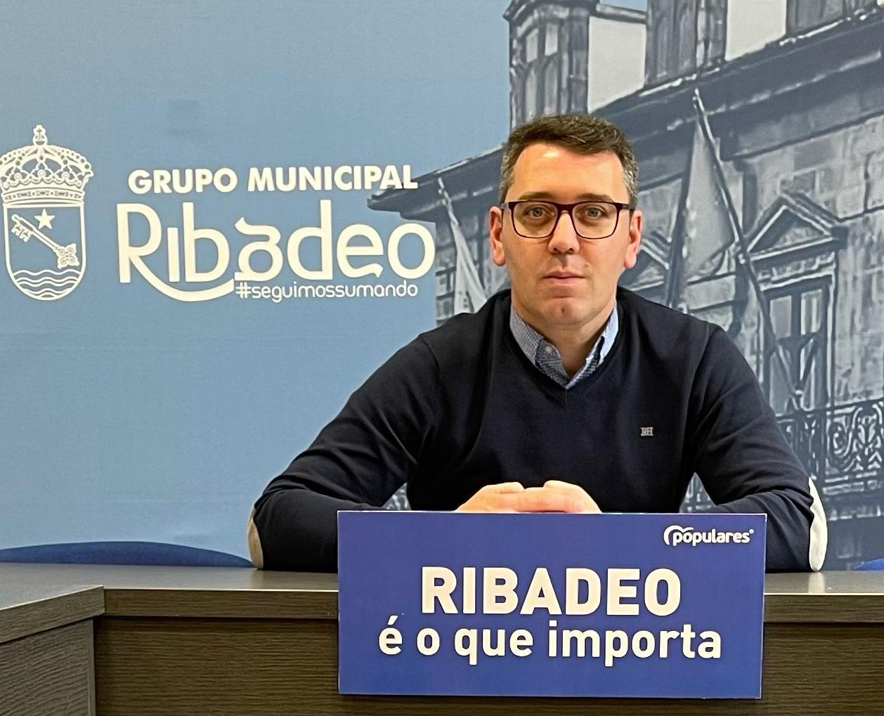 """Daniel Vega pídelle ao alcalde """"menos fotos e máis feitos"""" en beneficio das asociacións de Ribadeo"""