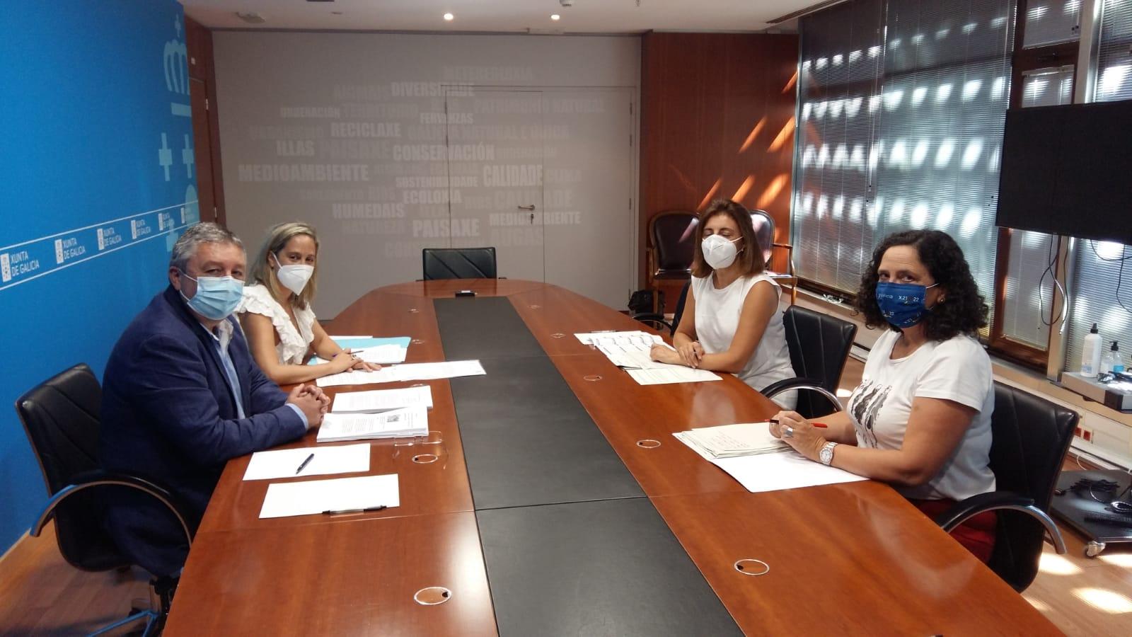 Loureiro pide solucións á problemática do lobo coa conselleira de Medio Ambiente, que recoñeceu retrasos nas revisións da lei de protección galega