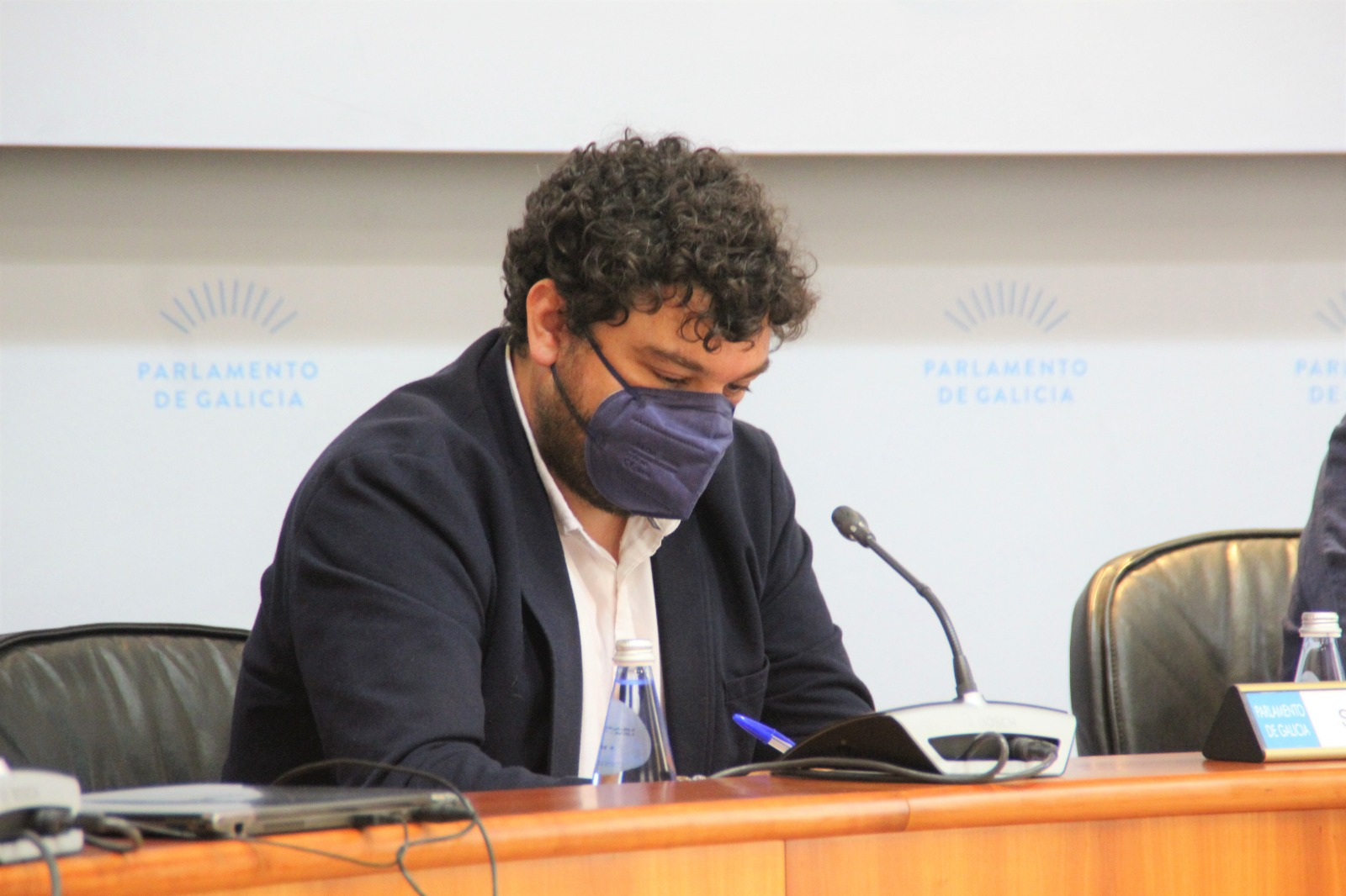 O Parlamento de Galicia aproba unha proposta socialista para que a Xunta flexibilice as restricións de pesca recreativa nos portos galegos