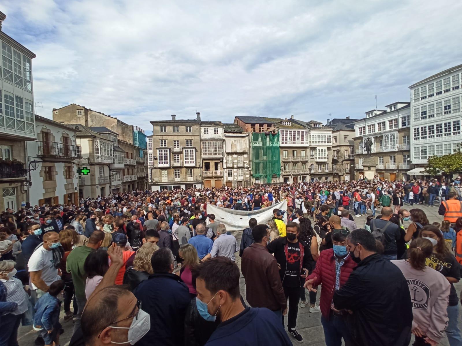 Centos de persoas apoian en Viveiro aos traballadores de Vestas
