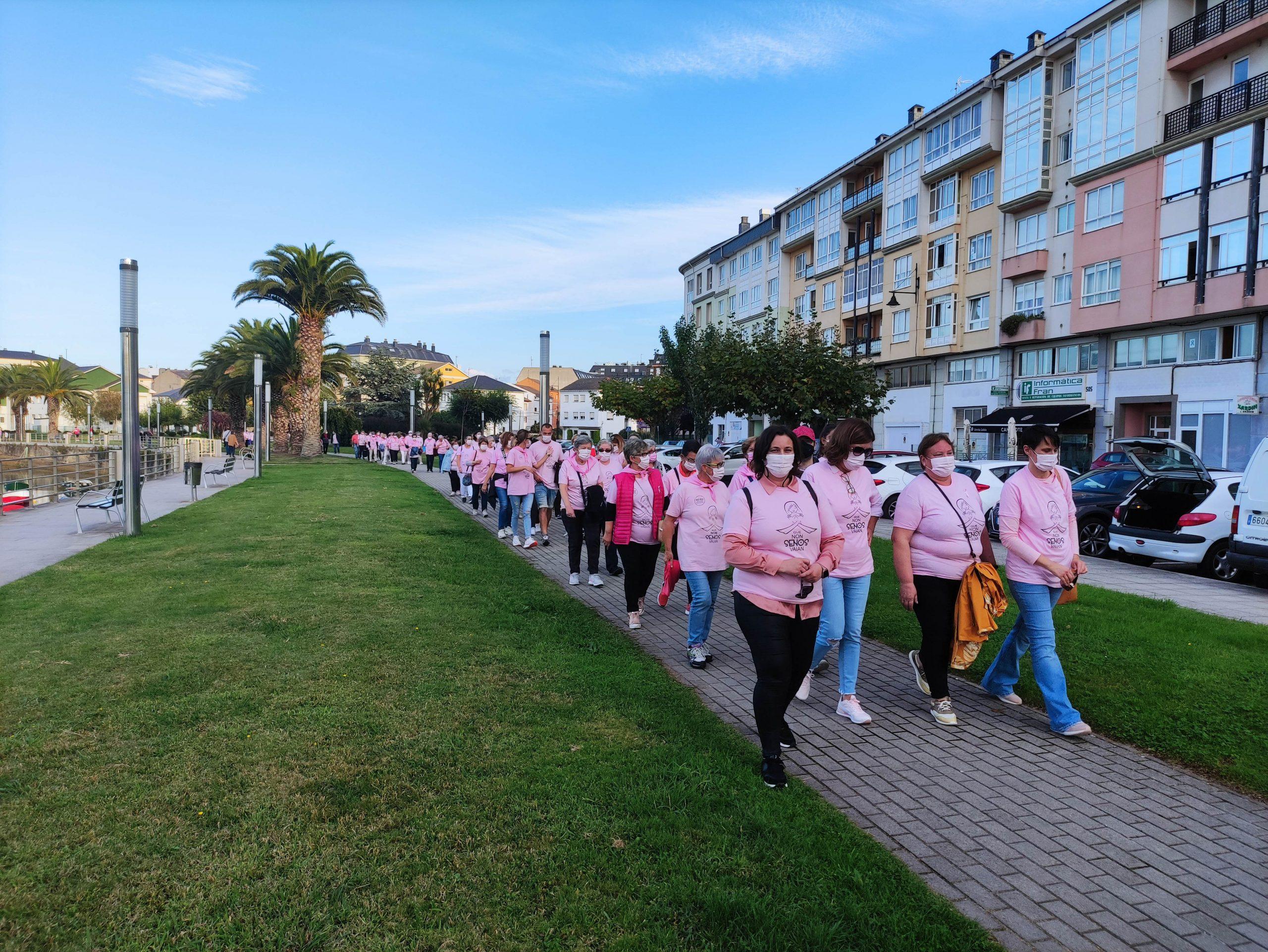 O Concello de Cervo organizou este martes unha andaina polo Día Internacional contra o Cancro de Mama