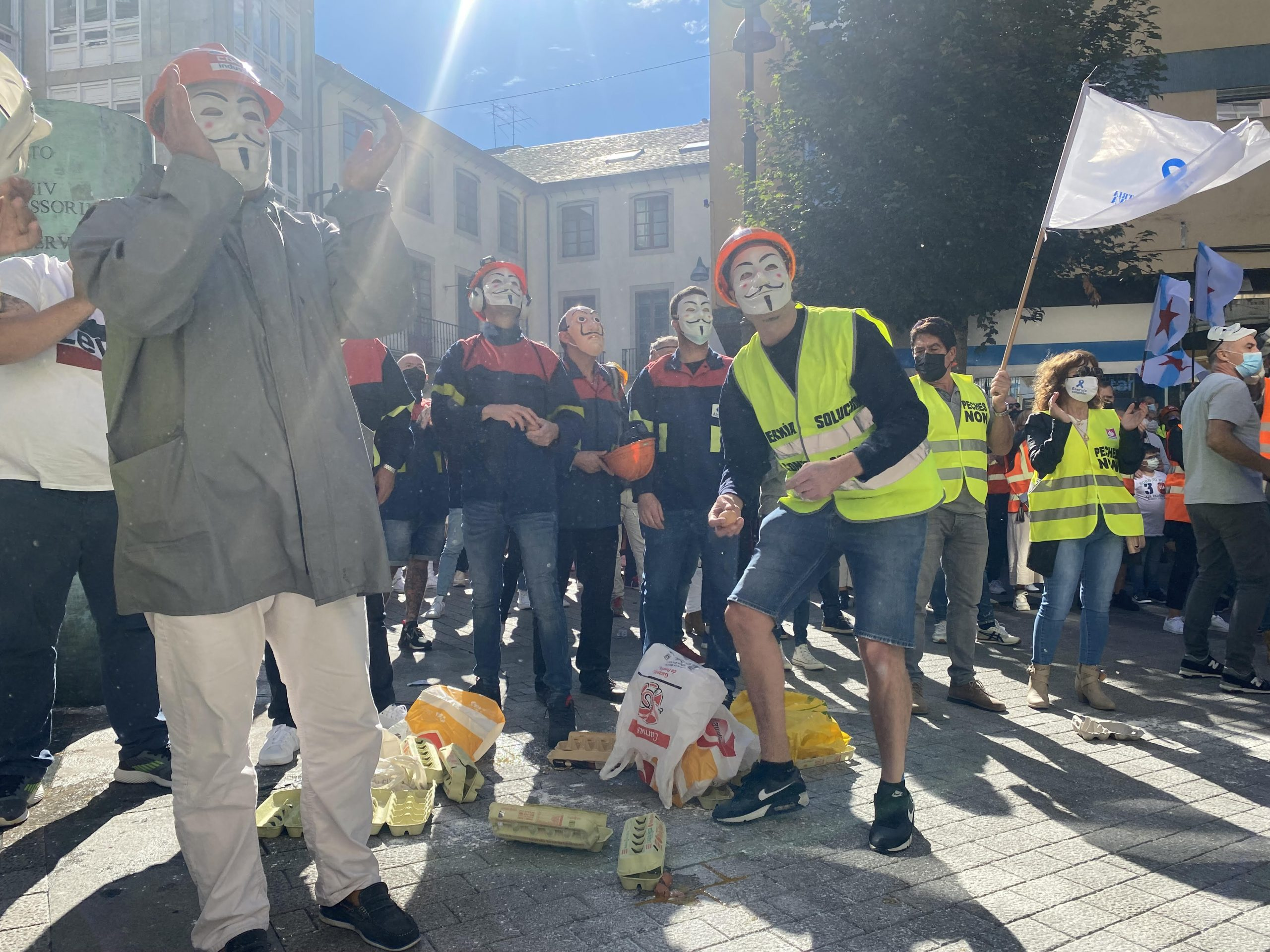 O PP, representado polos deputados provinciais Jesús Novo e Óscar Poy, apoiou así aos traballadores de Alcoa e de Vestas unha vez máis nas súas reivindicacións