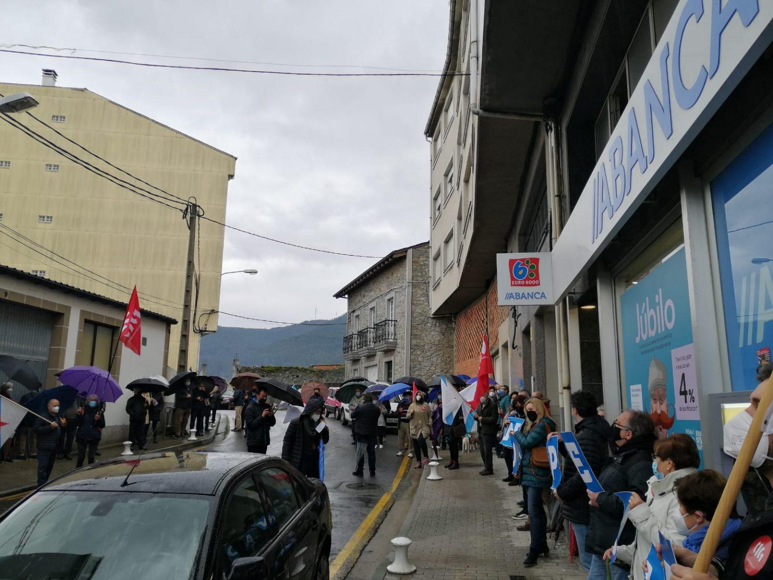 Os socialistas reclaman á Xunta un plan de recuperación dos servizos bancarios na provincia