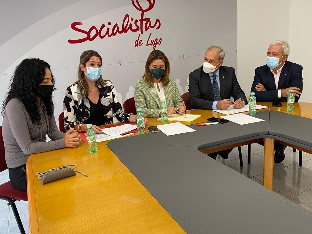 """Os socialistas denuncian que os orzamentos de Feijóo """"son un novo desprezo para a provincia"""""""